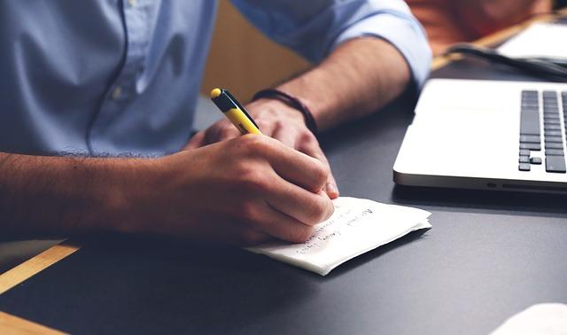 خدمات الكتابة وكتابة المقالات على مواقع العمل الحر ومواقع الخدمات المصغرة